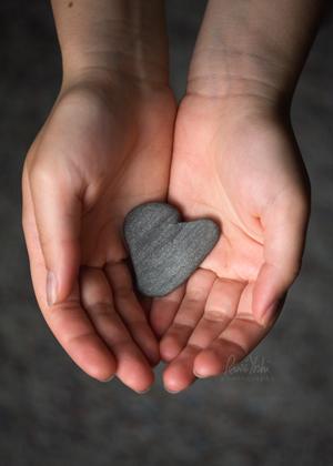 IMG_3333 Stone.heart.hands_xsmw
